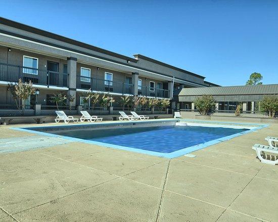 Russellville, AR: Pool