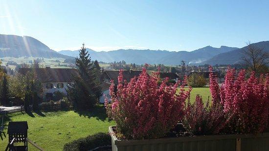 Zum Bayrischen Paradies: Uitzicht vanuit balkon naar de Ammergauer Berge