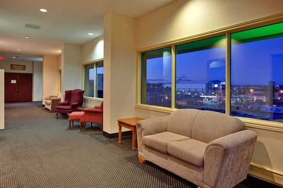 Holiday Inn Kingston - Waterfront : Our Spacious Ballroom Hallway