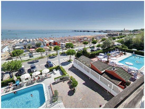 Photo of Hotel Promenade Universale Cesenatico