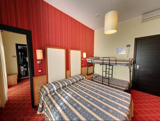 La stanza matrimoniale con il letto attaccato al muro - Lettino attaccato al letto ...