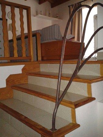 Es Baulo Petit Hotel: Treppe zum oberen Bereich