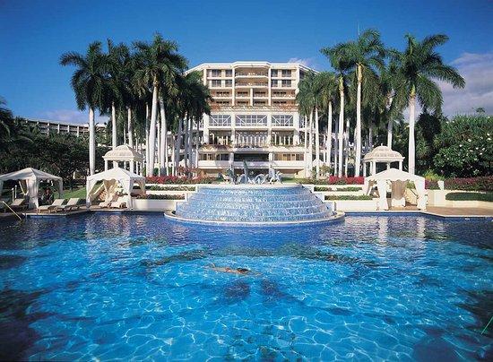 Grand Wailea - A Waldorf Astoria Resort: Hibiscus Pool during day