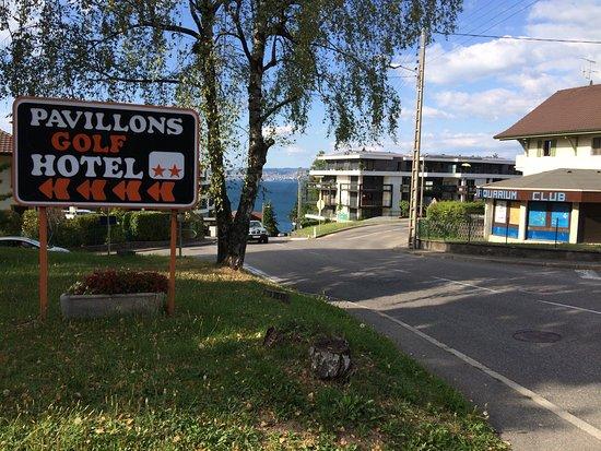 Les Pavillons Du Golf: Nicht so weit weg vom See, aber verdammt steil!