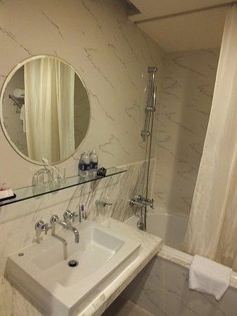 Palace Hotel Saigon: ванна номера 414