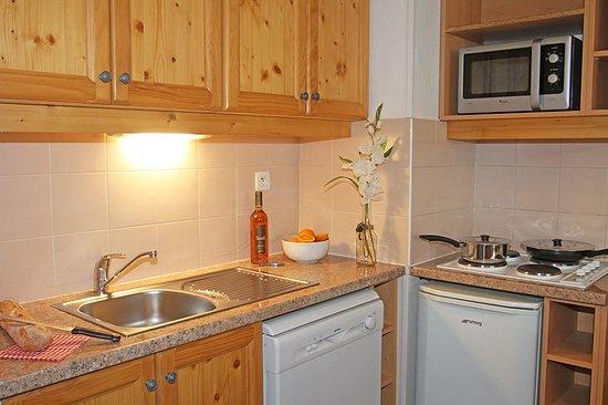 Cuisine kitchenette dans un appartement de vacances les orres 1800 picture of les hauts de - Cuisine kitchenette ...