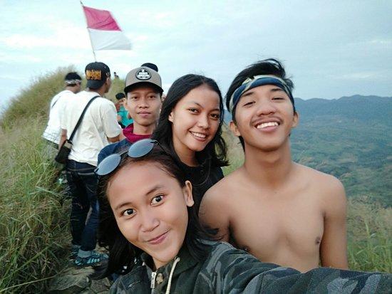 Mount Batu, Jonggol: Sebuah pendakian dibilang sukses jika kita seorang pendaki pulang dengan selamat🙏😘 #pecintaala