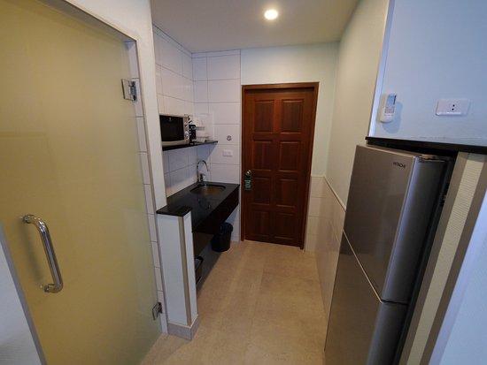 Diana-Oasis Residence Hotel/Studios & Garden Restaurant: Kitchen Corner / Large Fridge / Microwave etc.