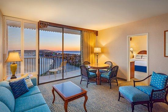 Catamaran Resort Hotel and Spa: 1Bay View Suite Living Room
