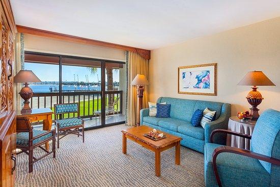 Catamaran Resort Hotel and Spa: Bay Front Suite Living Room 2nd
