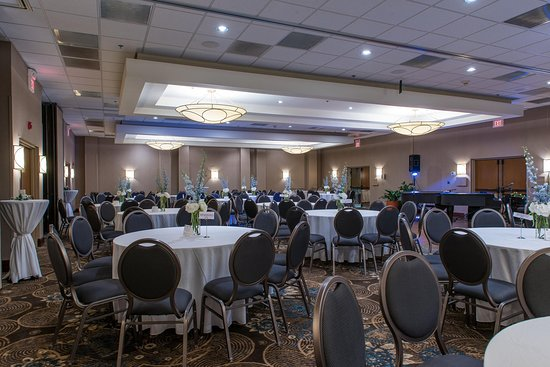 Oak Ridge Ballroom Blue and White Round Tables