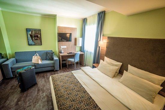 Zimmer Executiv Mit Ausziehbarer Couch Bild Von Hotel Central