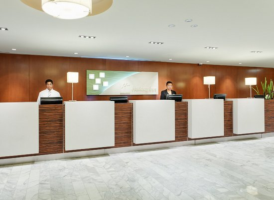 Holiday Inn Toronto Downtown Centre Front Desk