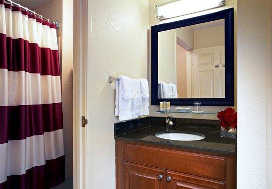 Residence Inn Beverly Hills : Guest Bathroom