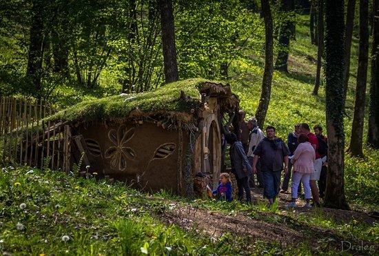 Cabane Hobbit cabane du hobbit - dpchevetogne © gerald feret - picture of domaine