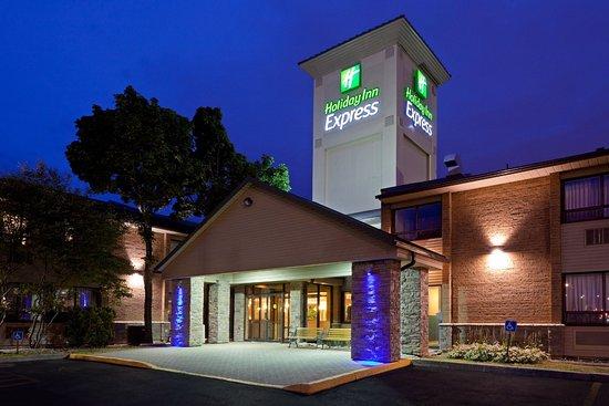 Holiday Inn Express Toronto East: Entrance