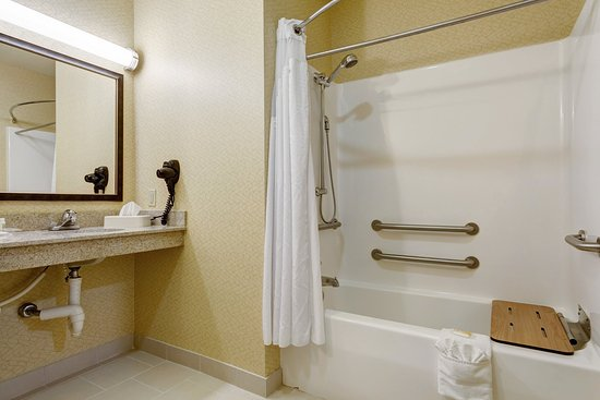 Poplar Bluff, MO: Accessible Guest Bathroom