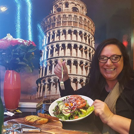 Bella Tiarnie Italian Restaurant & Gourmet Pizzas: Love my food at Bella Tiarnie and a sald and some bread is always freash and very good.