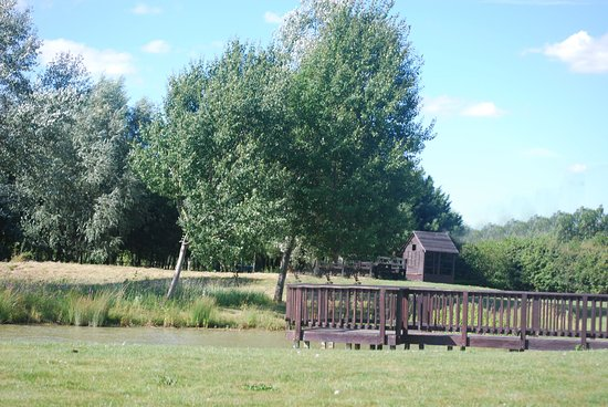 Cambourne, UK: Drinks by the pond