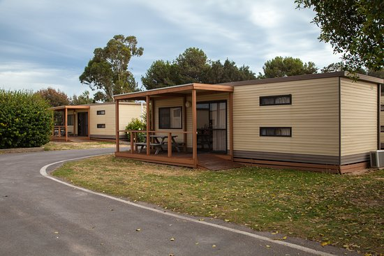 Self contained cabin picture of moonta bay caravan park for Self contained cabin