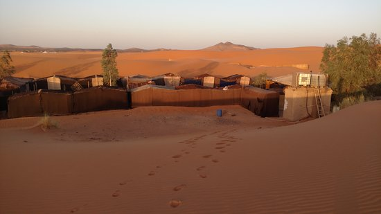 Hotel Kasbah Mohayut: Camp from the dunes