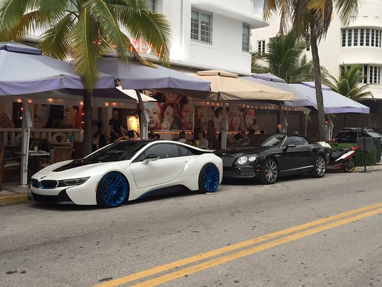 belles voitures sur ocean drive picture of ocean drive miami beach tripadvisor. Black Bedroom Furniture Sets. Home Design Ideas