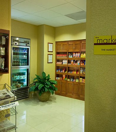 SpringHill Suites Dulles Airport: The Market