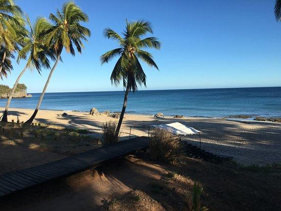 Anjajavy L'Hotel: vue des chambres plage privée en contre bat