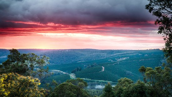 Nannup, Australia: Dramatic sunrise over the valley (taken in winter)
