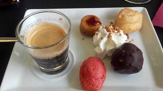 Montcuq, France : café gourmand tout était bon