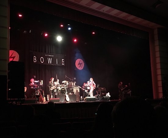 Napier Municipal Theatre: Great Concert with Ultimate Bowie.