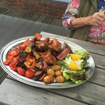 Clavering, UK: Mixed grill - big steaks and loads med veg !