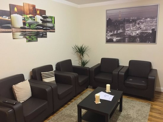 Enfield, UK: shared lounge area
