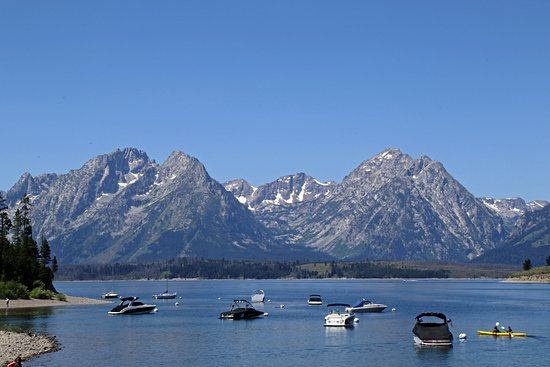 Signal Mountain Lodge: View of Jackson Lake and the Tetons above the marina
