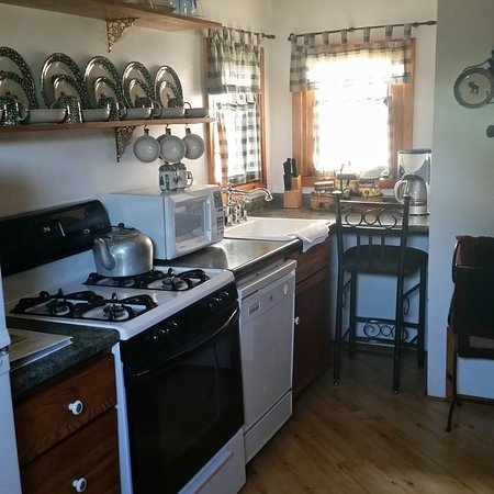 Moon River Cabins: kitchen area (well-stocked with utensils)