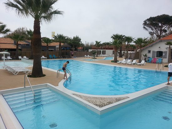 Piscine ext rieure photo de les m diterran es camping for Piscine exterieure