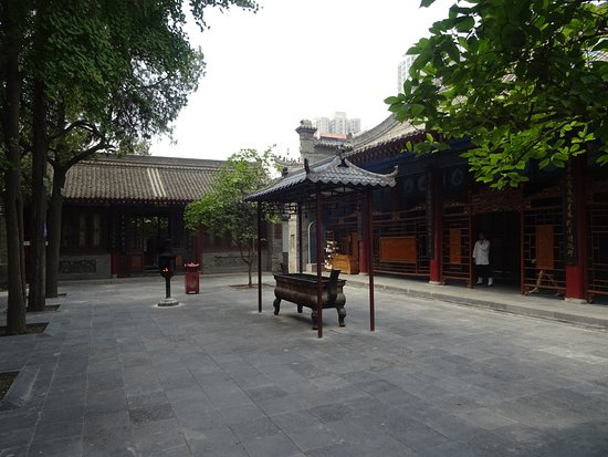 Temple of the Eight Immortals (Ba Xian An) : temple