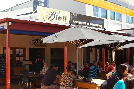BREW / Craft Beer Pub: 3