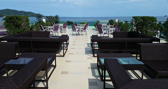 The KEE Resort & Spa: Sky Lounge just before happy hour