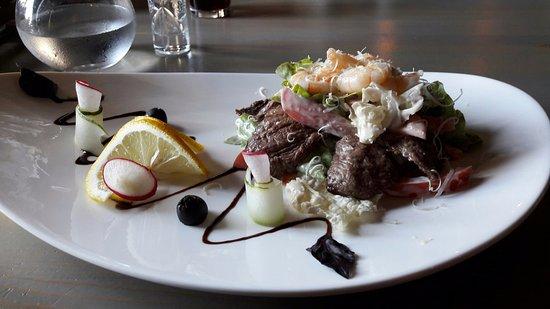 Black Bar: салат Говядина с Креветками