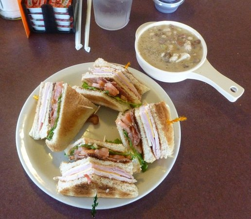 Avoca, IA: Turkey Club w/White Chili...