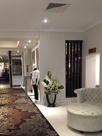 Windsor, Australien: Reception area and entrance to both formal and casual restaurants and bar