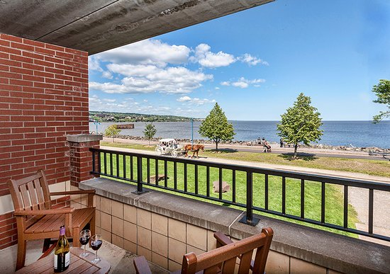 The Inn on Lake Superior: Lakeview Balconies Available
