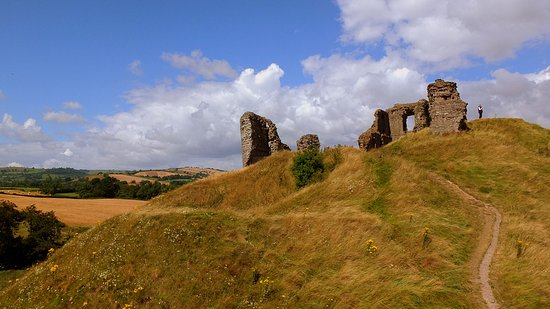 Clun, UK: The castle ruins on the mound