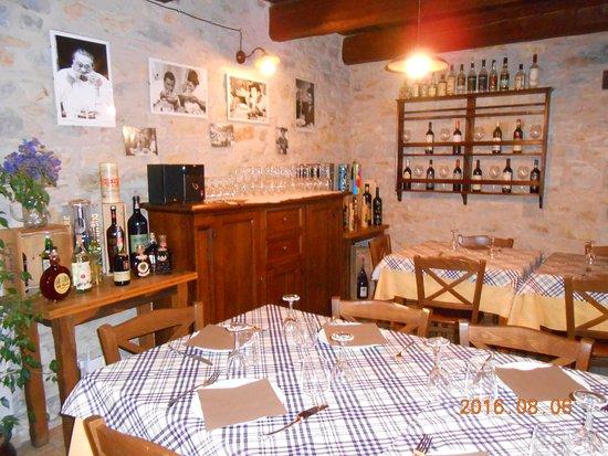 Casola in Lunigiana, إيطاليا: inside 3