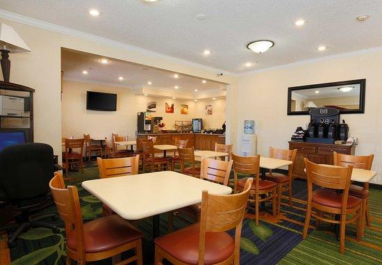 Fairfield Inn Zanesville: Breakfast Area