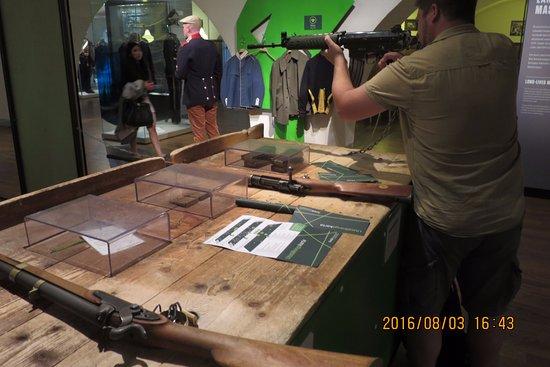 The Army Museum: こんなこともできます(構えのみ)
