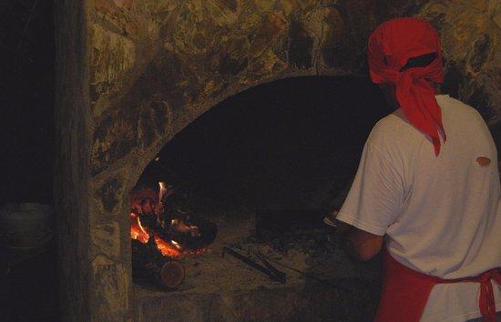 Hoppala Pension: Verse vis van het vuur.