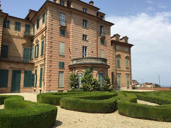 San Martino Alfieri, Ιταλία: Château de la famille Alfieri