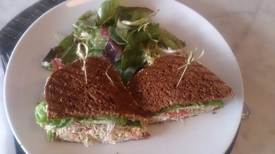 @Porta Via Tuna sandwich with kale